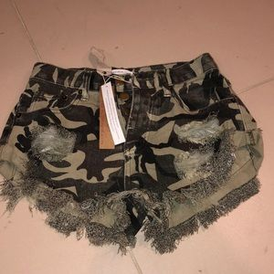Mustard Seed NWT Camo Destroyed Shorts - Small
